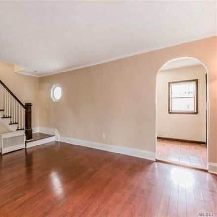 Rent this 3 bed house on Dunkin' Donuts in Fulton Street, Farmingdale