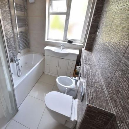 Rent this 4 bed house on Forrest Crescent in Luton, LU2 9AR