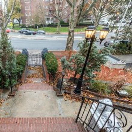 Rent this 5 bed house on John F. Kennedy Boulevard East in North Bergen, NJ 10025
