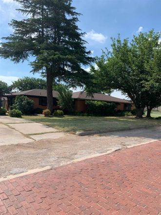 Rent this 3 bed house on 509 Cain Street in Quanah, TX 79252
