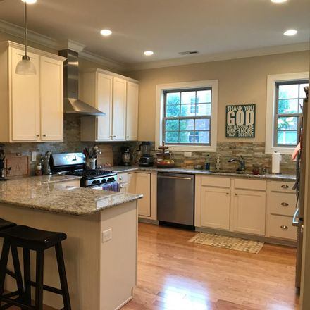 Rent this 3 bed apartment on Beacon St in Lexington, KY