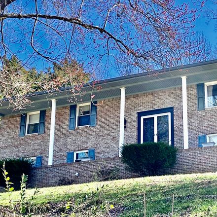 Rent this 3 bed house on Hickory Cir in Ringgold, GA