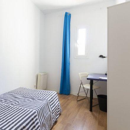 Rent this 8 bed room on Calle de Toledo in 32, 28005 Madrid