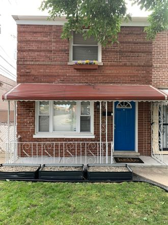 Rent this 2 bed townhouse on 4015 West 58th Place in Chicago, IL 60629