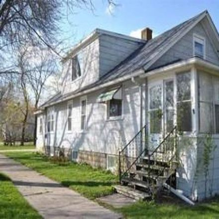Rent this 3 bed house on 848 Clinton Street in Green Bay, WI 54303