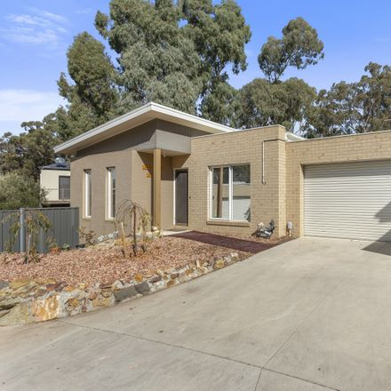 Rent this 3 bed house on 5/10 Gordon Street