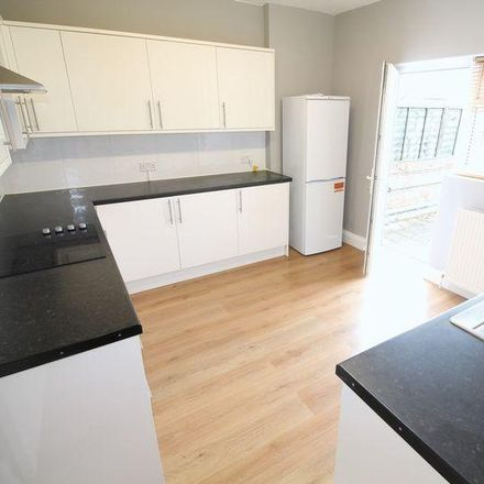 Rent this 3 bed apartment on 89 Russell Lane in London N20 0BA, United Kingdom
