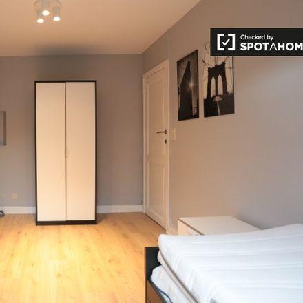 Rent this 3 bed apartment on Rue de l'Arbre Bénit - Gewijde-Boomstraat 97 in 1050 Ixelles - Elsene, Belgium