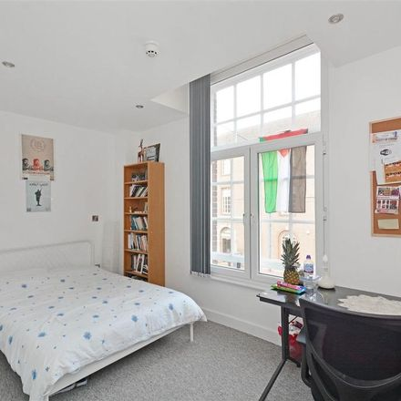 Rent this 5 bed apartment on Pizza Hut in West Street, Sheffield S1 4EQ