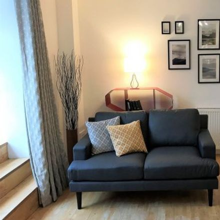 Rent this 3 bed apartment on Lansdowne Bar & Kitchen in 7a Lansdowne Crescent, Glasgow