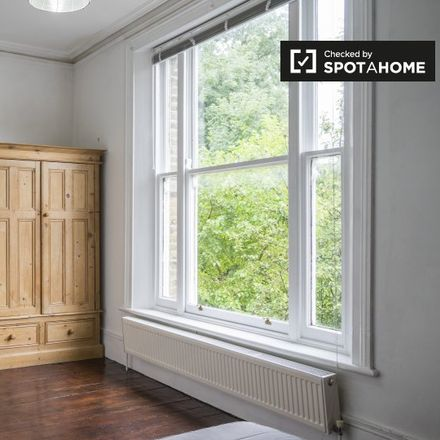 Rent this 2 bed apartment on King George VI Memorial Garden in Stuart Crescent, London N22 5NJ