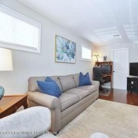 Rent this 3 bed house on 231 Lyndale Avenue in New York, NY 10312