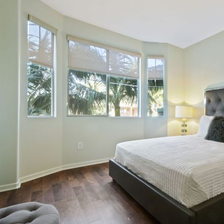 Rent this 3 bed apartment on 11998 Idaho Avenue in Los Angeles, CA 90025