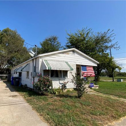 Rent this 3 bed townhouse on 2220 South 9th Street in Waco, TX 76706