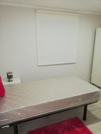 Rent this 5 bed room on R. 25 de Abril in 2620 Olival Basto, Portugal