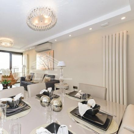 Rent this 3 bed apartment on Cresta House in Swiss Terrace, London NW6 4RR