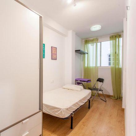 Rent this 3 bed room on Carrer d'Antonio Ponz in 3, 46011 Valencia