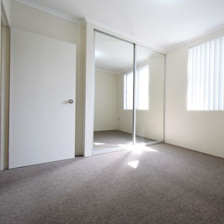 Rent this 3 bed apartment on 36/188 Balaclava Road