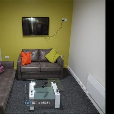 Rent this 1 bed room on 152 Station Street in East Staffordshire DE14 1BX, United Kingdom