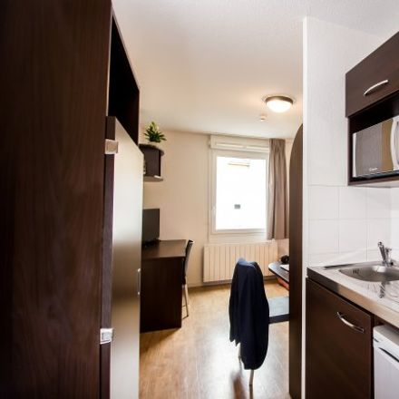 Rent this 1 bed room on 49 Avenue Maginot in 01000 Bourg-en-Bresse, France