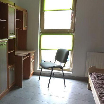 Rent this 3 bed room on Hubska 63 in 50-101 Wroclaw, Poland