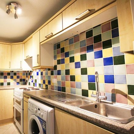 Rent this 2 bed apartment on Lloyds Pharmacy in Norton Way North, North Hertfordshire SG6 1FG