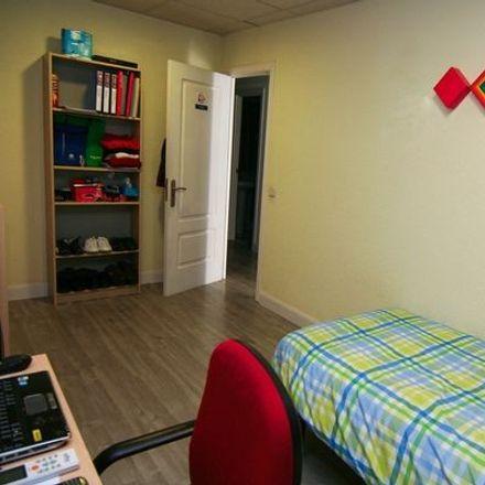 Rent this 10 bed room on Talleres Agustín in Calle de las Islas Marquesas, 28001 Madrid