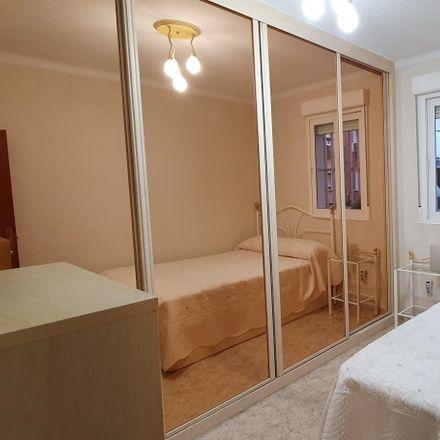 Rent this 2 bed apartment on Calle Castillo de Simancas in 28001 Madrid, Spain