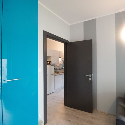 Rent this 3 bed room on Władysława Broniewskiego 6 in 87-100 Toruń, Poland