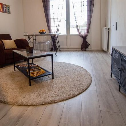 Rent this 3 bed room on Rue Gabriel Fauré in 37000 Tours, France