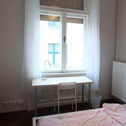 Rent this 4 bed room on Napóleon-udvar in Budapest, Hajós utca 25