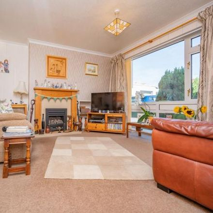 Rent this 3 bed house on Deeble Road in Kettering, NN15 5DS