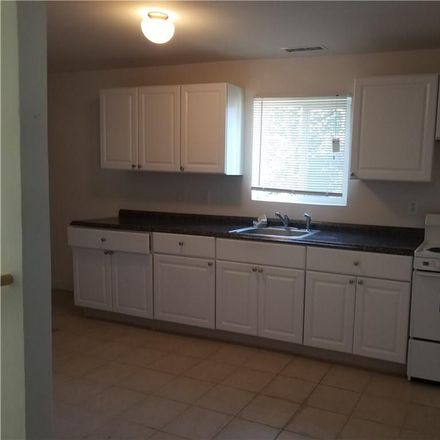 Rent this 3 bed townhouse on 1372 Dixwell Avenue in Hamden, CT 06514