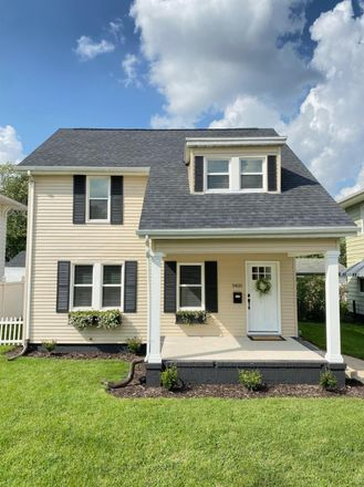 Rent this 3 bed house on Mishawaka Avenue in South Bend, IN 46615