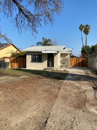 Rent this 3 bed house on 314 Palm Avenue in Wasco, CA 93280