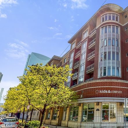 Rent this 2 bed condo on 657 West Fulton Street in Chicago, IL 60661