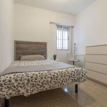 Rent this 5 bed room on Avinguda de la Constitució in 130, 46009 València