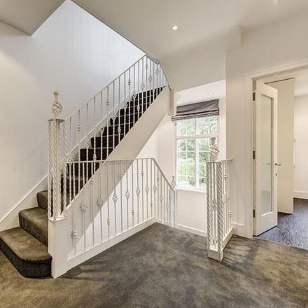 Rent this 5 bed house on Holne Chase in London N2 0QQ, United Kingdom