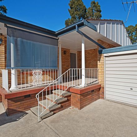 Rent this 2 bed townhouse on 4/4 Harvard Close