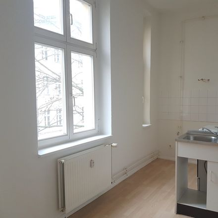 Rent this 3 bed apartment on Florastraße 10 in 13187 Berlin, Germany