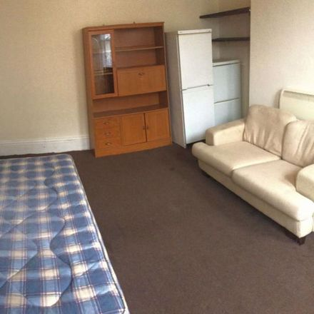 Rent this 1 bed room on 11 Bond Street in Wakefield WF1 2QR, United Kingdom