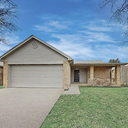 Rent this 3 bed house on 300 Blueleaf Dr in Arlington, TX 76018