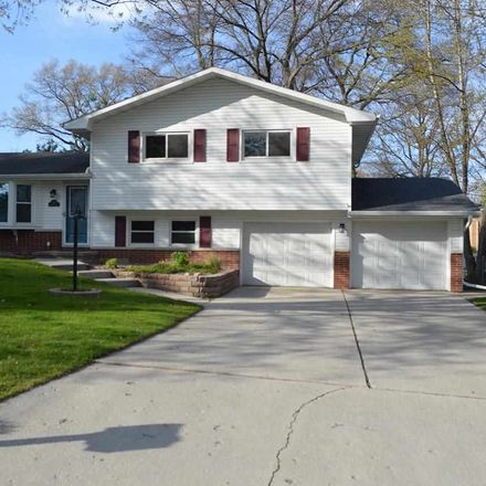 Rent this 3 bed house on 1676 Birchwood Drive in Green Bay, WI 54304