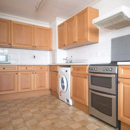 Rent this 4 bed house on Hill Mead Primary School in Moorland Road, London SW9 8UE