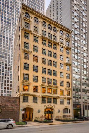 Rent this 4 bed condo on 257 East Delaware Place in Chicago, IL 60611