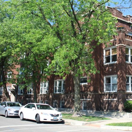 Rent this 2 bed condo on North Lakewood Avenue in Chicago, IL 60657