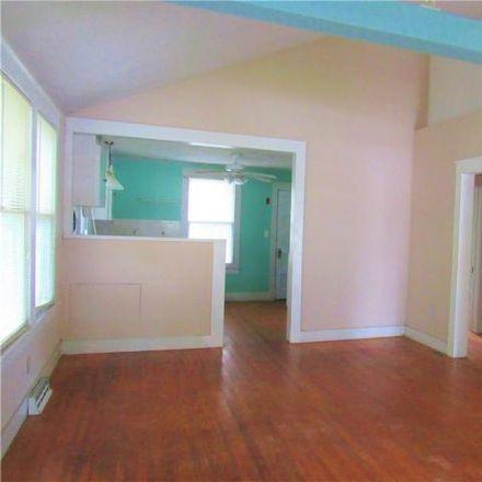 Rent this 3 bed house on 911 School Street in Farmville, VA 23901