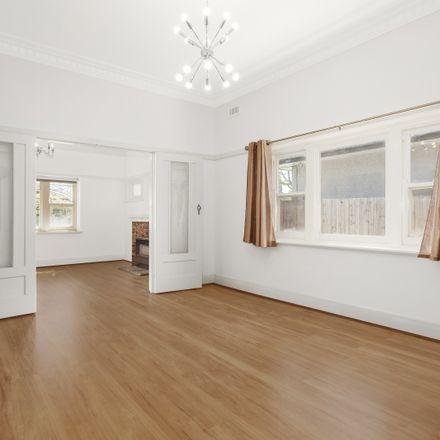 Rent this 3 bed house on 8 Euston Road