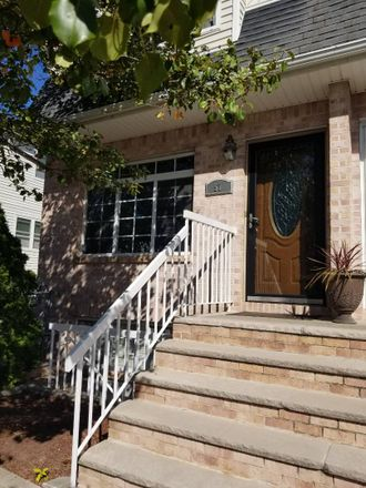 Rent this 4 bed townhouse on 57 Darnell Lane in New York, NY 10309