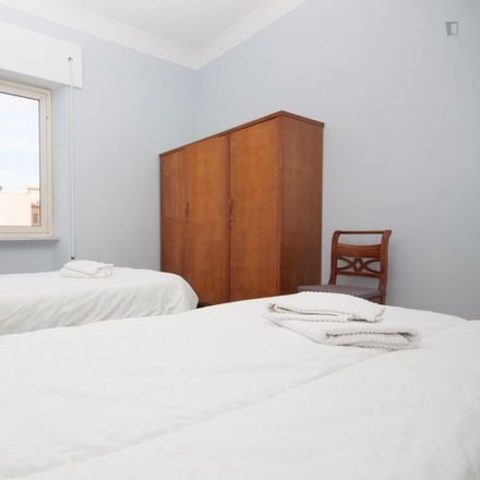Rent this 3 bed apartment on Rock Side Pub in Via Veio, 54